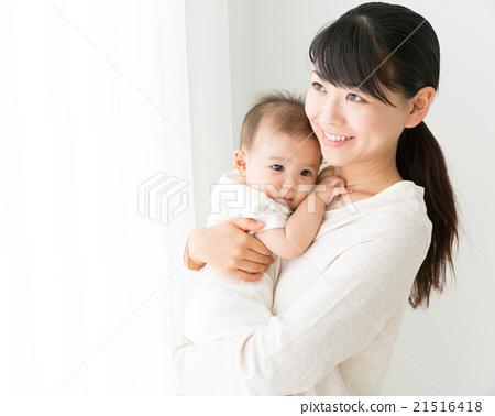 아기와 어머니 이미지 21516418