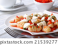 potato gnocchi with tomato sauce and mozzarella 21539277