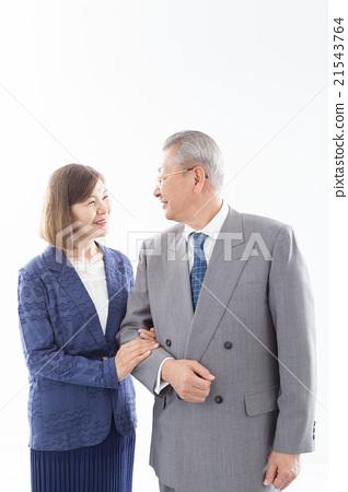 在西裝的年長夫婦 21543764