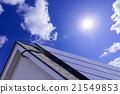 太陽能電池板發電系統暴露在陽光直射陽光屋頂安裝和藍天白雲ECO能源自由化圖像 21549853