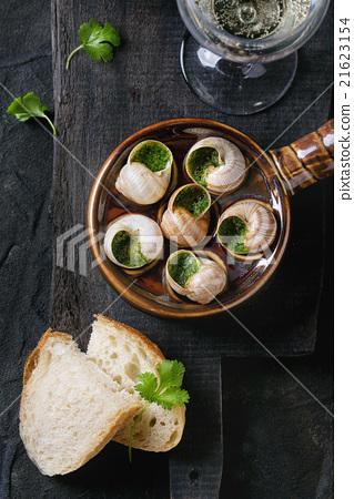 Ready to eat Escargots de Bourgogne snails 21623154
