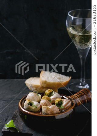 Ready to eat Escargots de Bourgogne snails 21623155