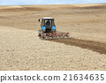 tractor in the field   21634635