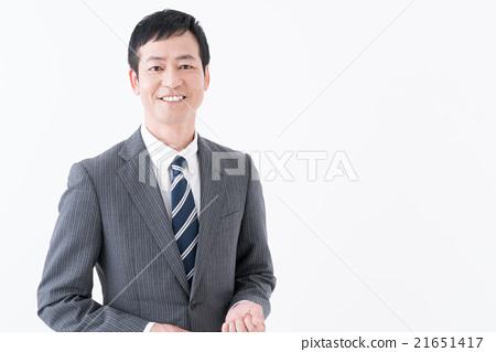 A smiling businessman 21651417