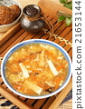 Hot and  sour soup 21653144