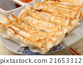 Delicious Chinese food - fried dumplings      21653312