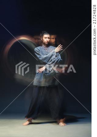 Man in kimono excercising Martial Arts 21724828