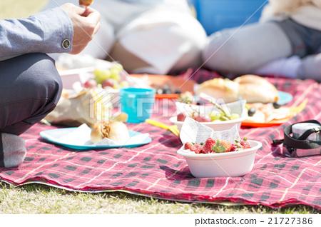 和家人一起野餐 21727386
