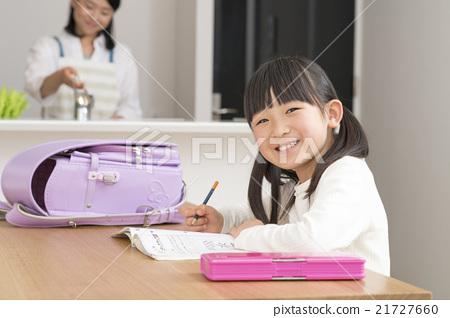 做功課的女孩 21727660