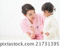 칫솔을 가진 여성과 어린이 (치과) 21731395