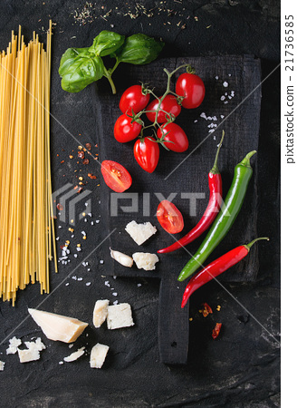 Ingredients for spaghetti sauce 21736585