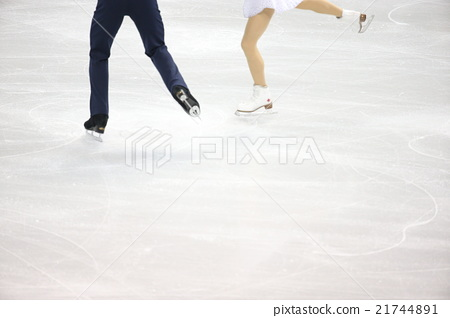 Pair figure skating 21744891