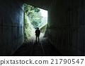 男人 已廢棄的鐵路線 隧道 21790547