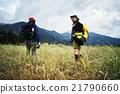 男人 在山里 走路 21790660