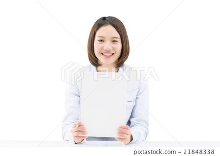 A young woman holding a blank message notes 21848338