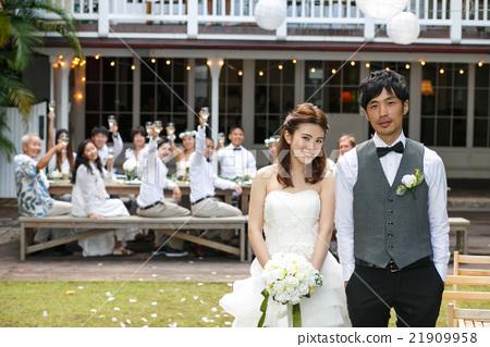 情侣 新婚 夫妇 21909958