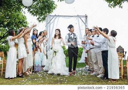 一對著名的新婚夫婦 21936365