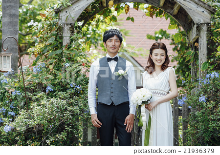 A newlywed couple doing a garden wedding 21936379