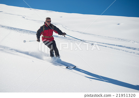 Freeriding on fresh powder snow 21951320