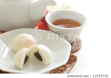 중국의 복숭아 만두와 차 21959730