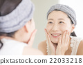 Women who do skin care 22033218