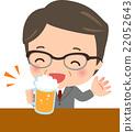 一个中年男子喝啤酒 22052643