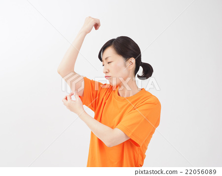 Middle woman picking his arm 22056089