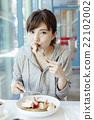 女性 品嚐 吃 22102002