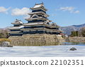 Matsumoto castle in winter 22102351