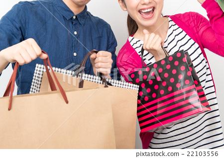Men and women shopping 22103556