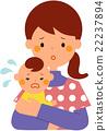 抱著一個哭泣的嬰孩的母親 22237894