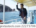 男子從船上欣賞美景 22273706