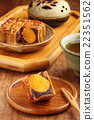 Sliced red bean paste moon cake with yolk   22351562