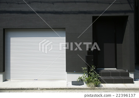 House with garage 22396137