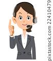 一个女人戴着耳机,穿着西装抬起她的食指,并解释它 22410479