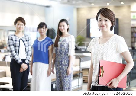 在辦公室工作的婦女 22462010