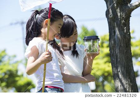 小學生在戶外玩 22481320
