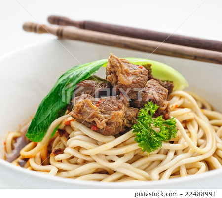 Chinese traditional noodles with boiled beef 22488991