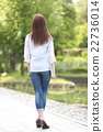 一個年輕成年女性 女生 女孩 22736014