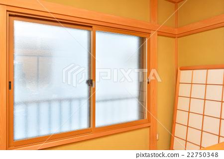 在日本房間的現有玻璃窗框上額外安裝內窗(雙層玻璃+樹脂窗框)的施工改造 22750348