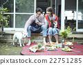 คู่แต่งงานอาศัยอยู่ข้างนอก 22751285