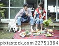 คู่แต่งงานอาศัยอยู่ข้างนอก 22751394