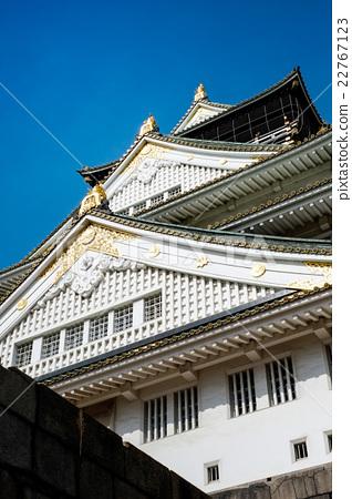 Osaka castle under blue sky in Japan 22767123