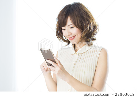 人物 成熟的女人 一個年輕成年女性 22803018