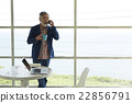 男人 站立 說話 22856791