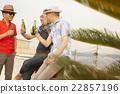 男人 朋友 瓶裝啤酒 22857196
