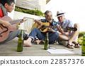 男人 吉他 朋友 22857376