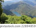 녹색으로 둘러싸인 호수 22894859