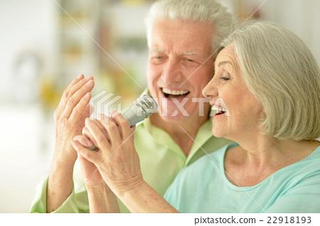 Senior couple with headphones  22918193