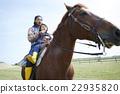 父母和孩子騎馬 22935820